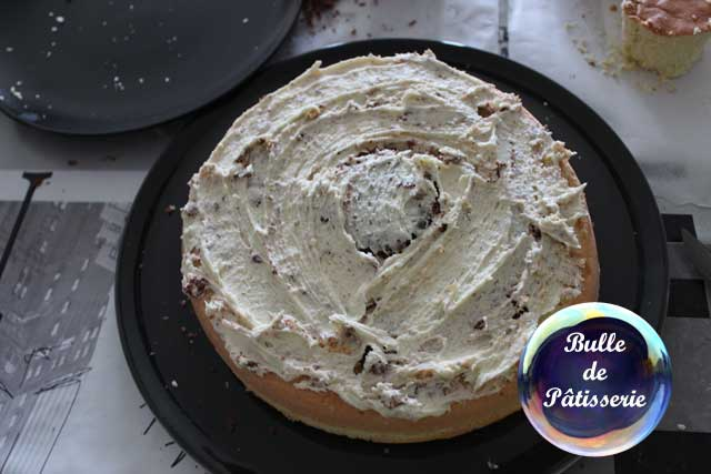 Montage du gâteau damier aux 2 chocolats et à l'amande