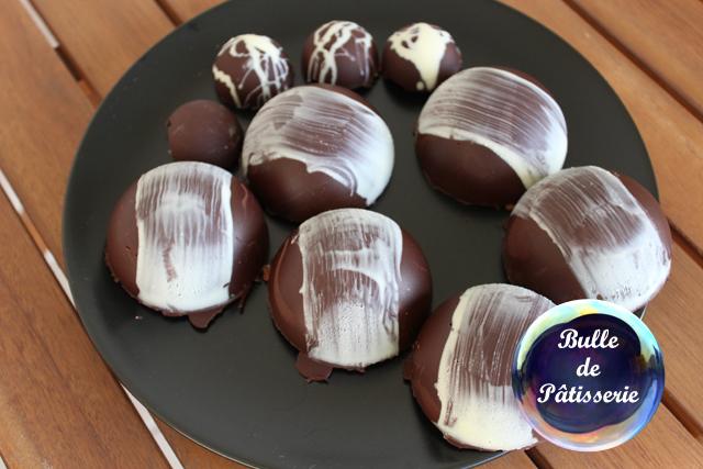 Dessert : sphères chocolat-framboises : les coques en chocolat
