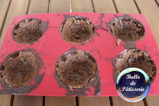 Pâtisserie : les sphères chocolat-framboises avec la feuillantine