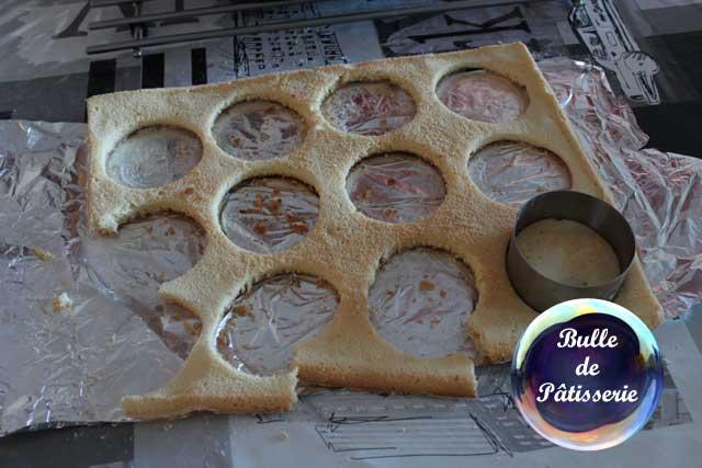 Tiramisu café-caramel : découpage du biscuit cuillère