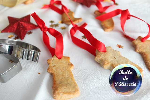 Petits sablés à accrocher dans le sapin de Noël !