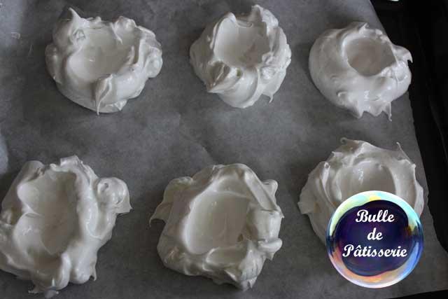 Pavlovas aux fruits rouges : préparation des meringues