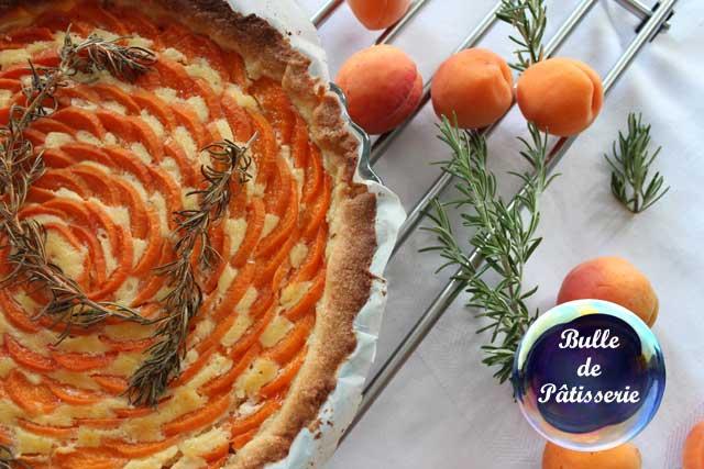 Recette : tarte abricots et romarin