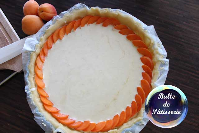 Préparation de la tarte abricots-romarin
