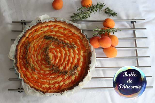 Recette d'été : tarte abricots-romarin