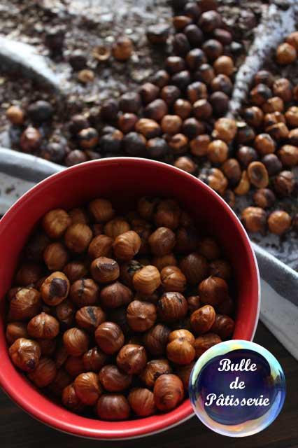 Réalisation du Nutella maison : préparation des noisettes