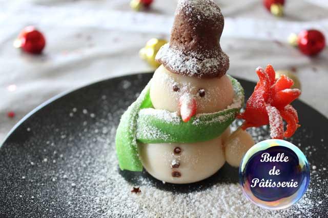 Décor de bûche de Noël : bonhomme de neige en pâte d'amande