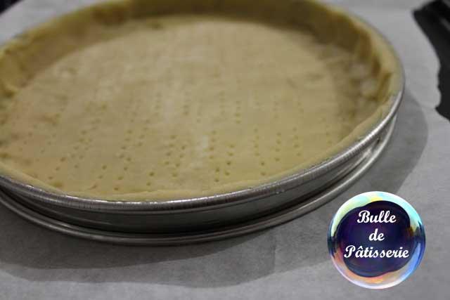 Préparation de la tarte caramel-cacahuètes-chocolat