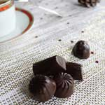Chocolats de Noël fourrés à la ganache caramel-chocolat au lait