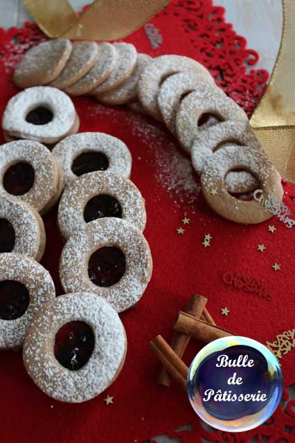 Recette : petits sablés de Noël cannelle-confiture