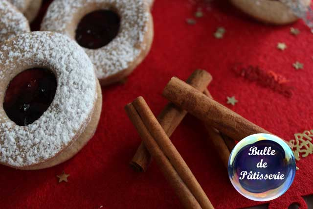 Pâtisserie de Noël: petits sablés de cannelle-confiture
