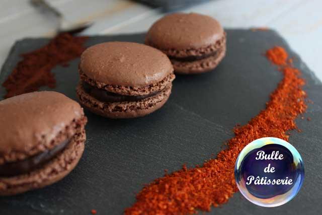 Pâtisserie : macarons chocolat noir-piment d'espelette