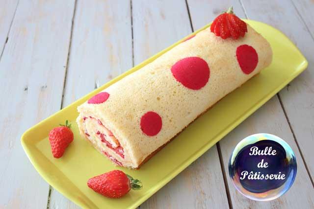 Recette : gâteau roulé imprimé pois aux fraises