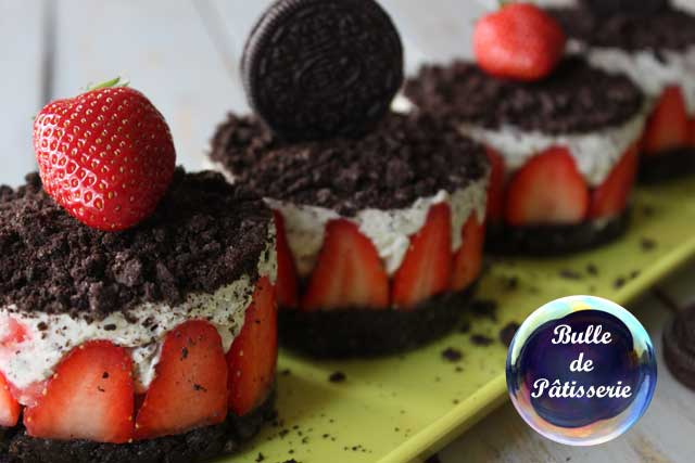 Recette facile : cheesecake sans cuisson fraises-oréos