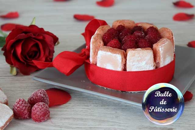 Pâtisserie gourmande : charlotte framboises et biscuits roses de Reims