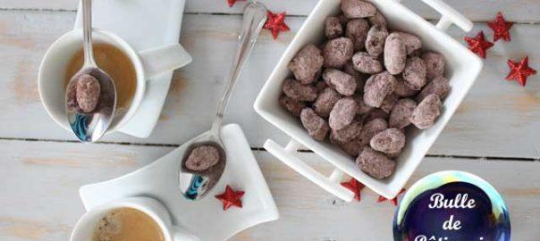 Mignardises pour le café : amandes chocolatées