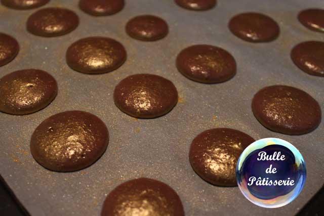 Coques de macarons chocolat avant cuisson