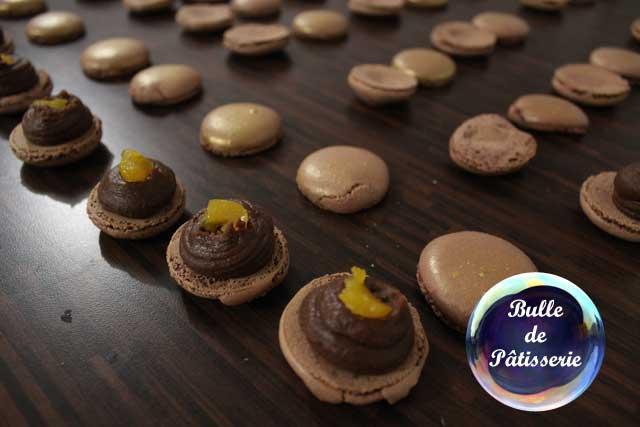 Montage des macarons chocolat-passion