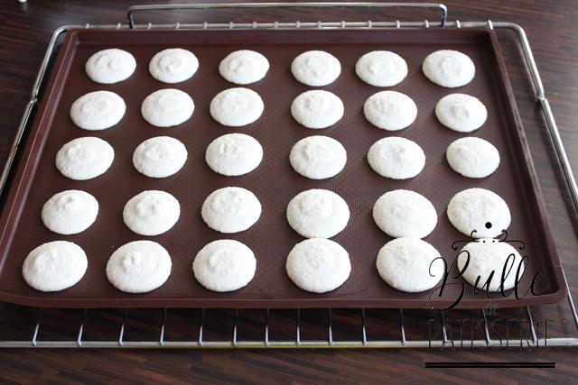 Pas à pas coques de macarons : pochage des macarons