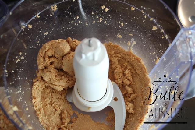 Etape 2 : une boule de pâte se forme