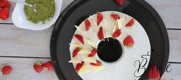 Pâtisserie estivale : entremets fraises-chocolat blanc-thé matcha