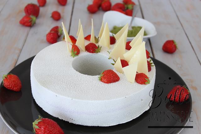 Entremets gourmand : fraises-chocolat blanc-thé matcha