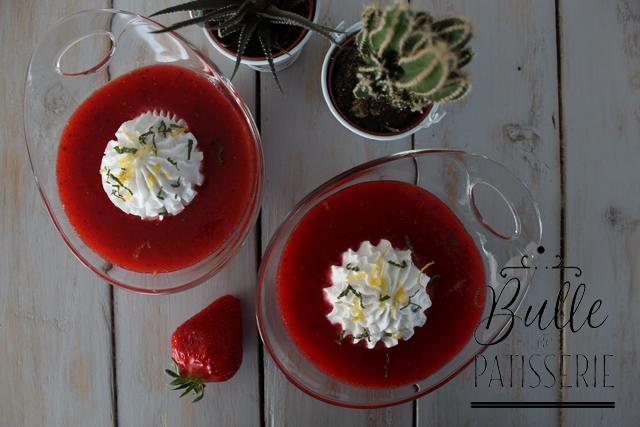 Soupe de fraises et sa chantilly coco