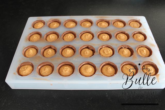 Fourrage des coques pour les chocolats au beurre de cacahuètes