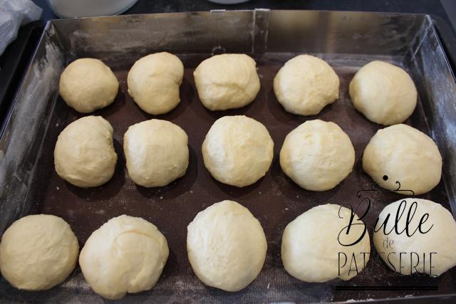 Brioche Buchty : déposez les boules en les espaçant dans un cadre à pâtisserie