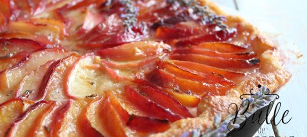 Dessert maison : tarte fine aux nectarines et à la lavande