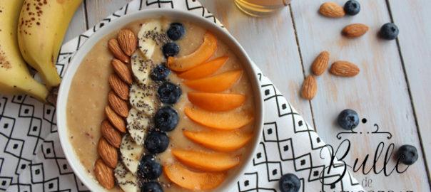 Recette de petit-déjeuner : smoothie bowl aux fruits d'été