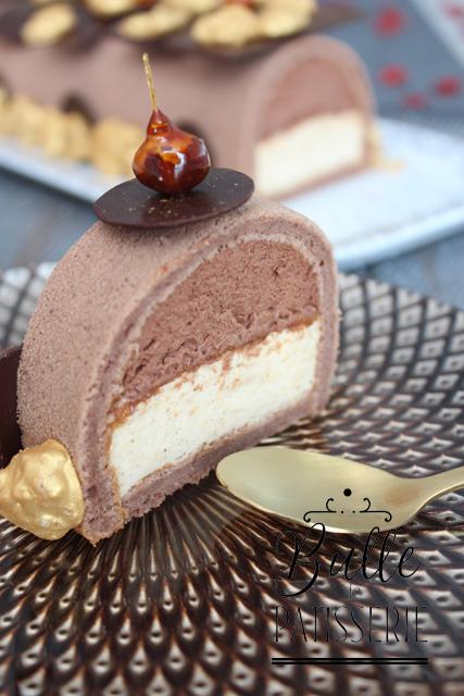 Découpe de la bûche de Noël Praliné-Chocolat