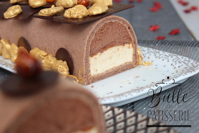 Bûche de Noël : mousses praliné et chocolat noir, biscuit pâte à choux
