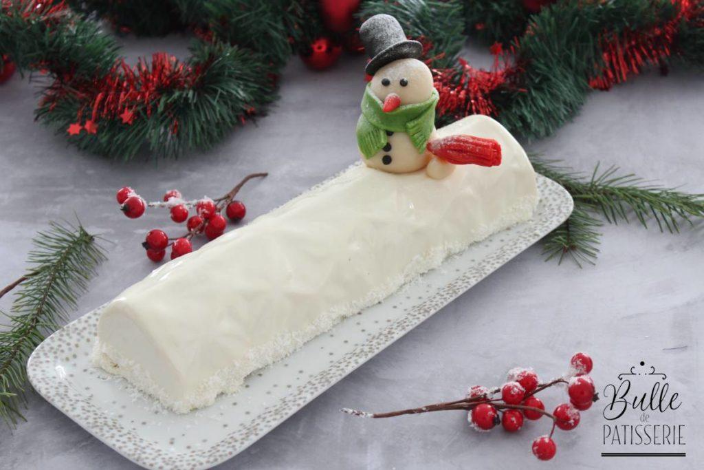 Bûche de Noël insert framboise et mousse chocolat blanc