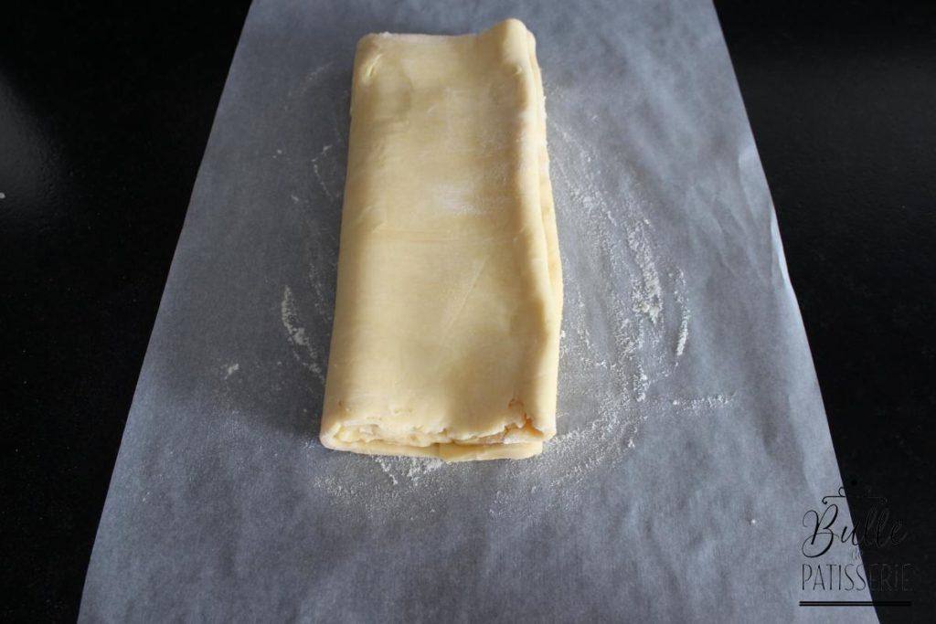 Réalisation du feuilletage inversé : tournez la pâte d'un quart de tour