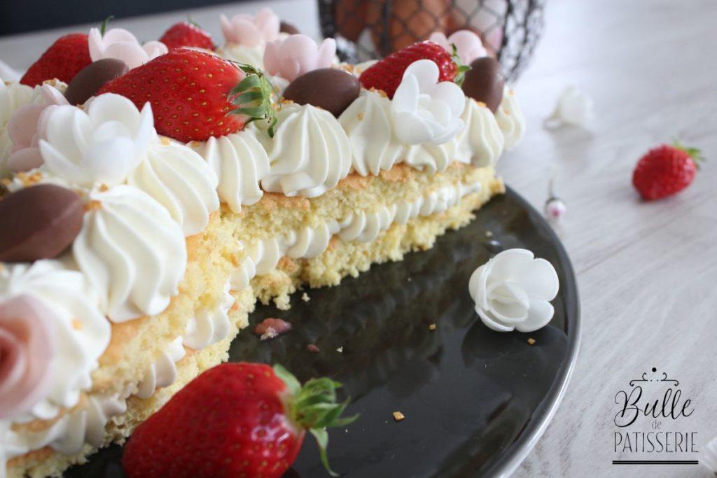Pâques : Bunny cake avec génoise moelleuse, ganache montée au chocolat blanc et fraises fraîches