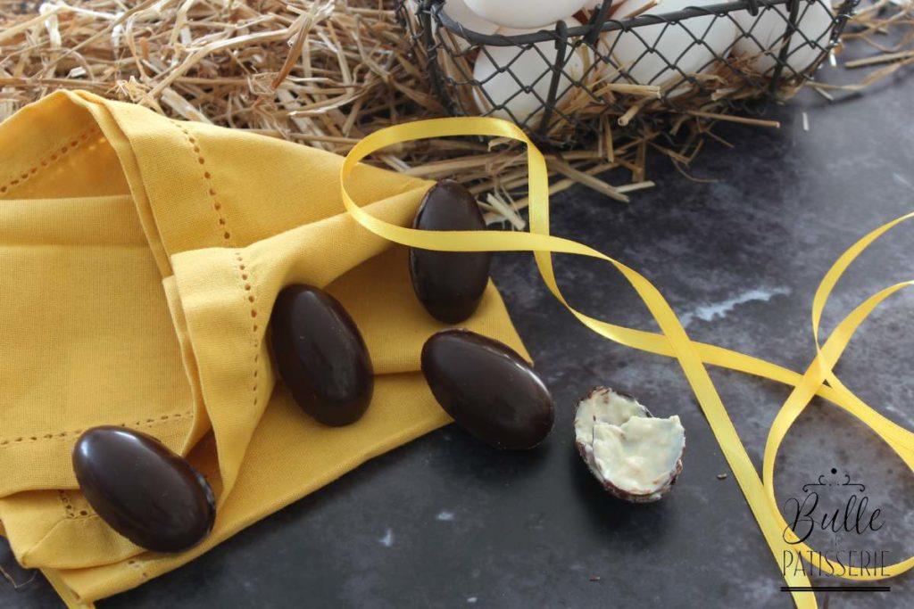 Œufs de Pâques : chocolat noir, intérieur chocolat blanc-amandes