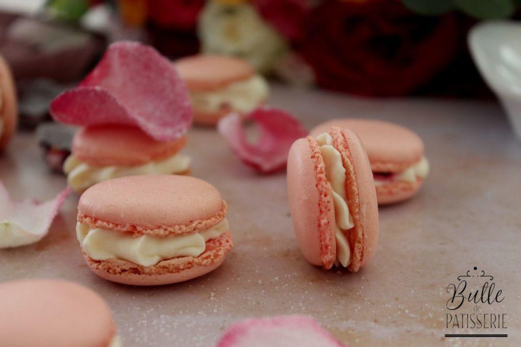Macarons : ganache montée à la rose et insert framboise
