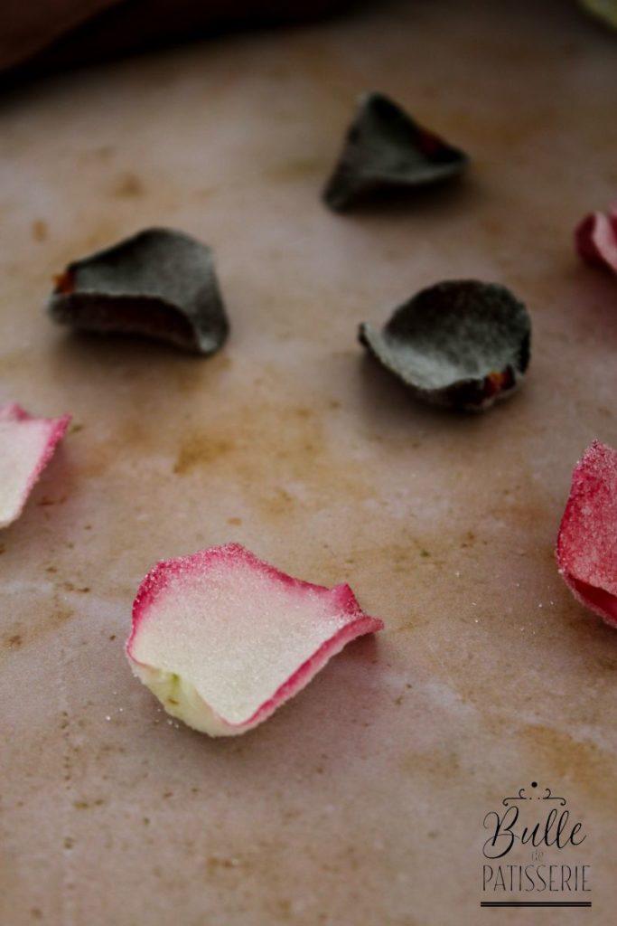 Décor d'entremets et gâteau : pétales de roses cristallisés