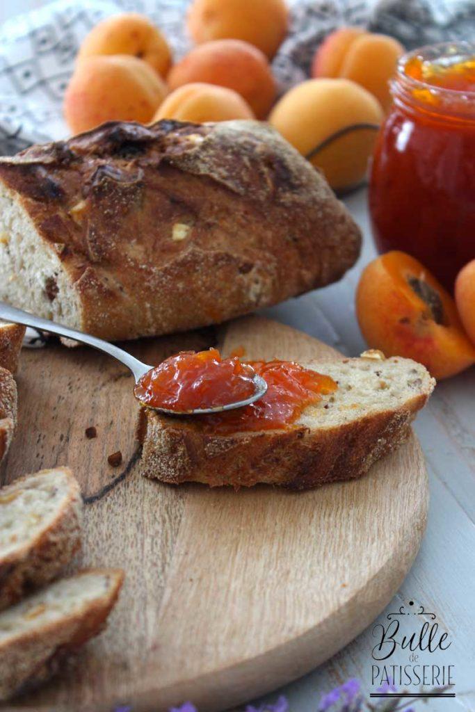 Confiture à l'abricot et à la lavande fait maison