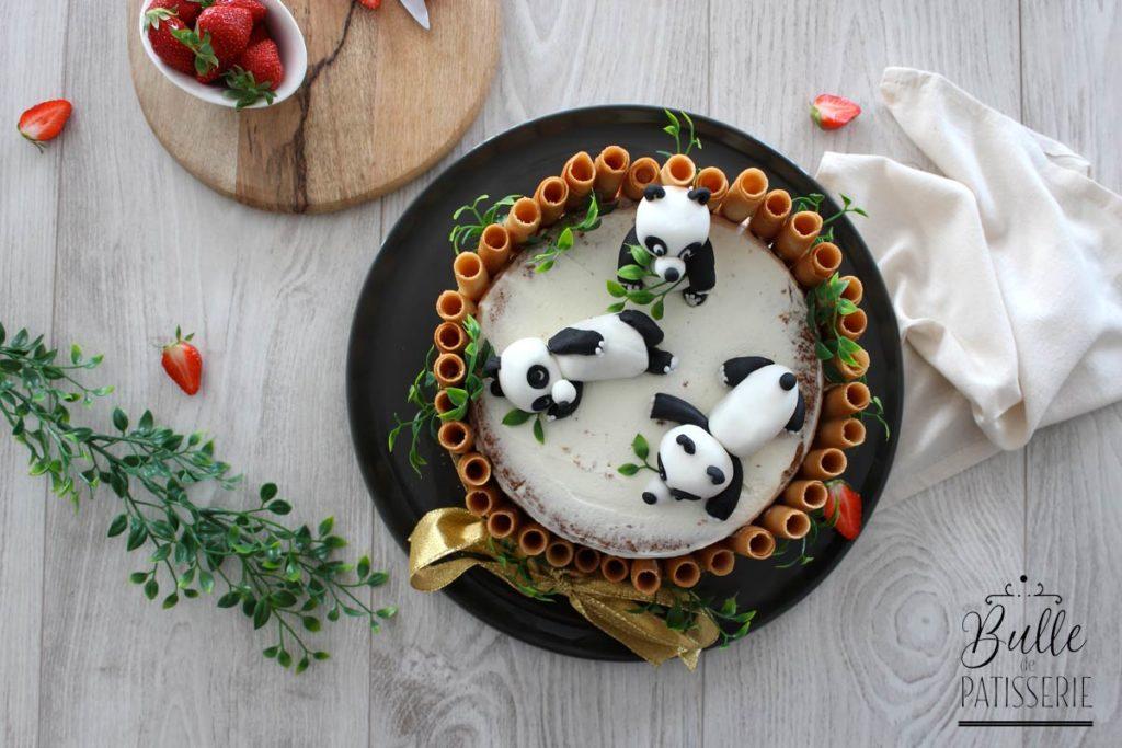 Gâteau Panda : chiffon cake, compotée fraise-rhubarbe et chantilly mascarpone