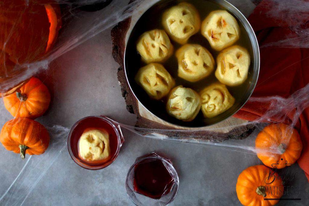 Cocktail d'Halloween sans alcool : punch au jus de pomme