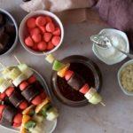 Goûter gourmand : fondue au chocolat et brochettes gourmandes