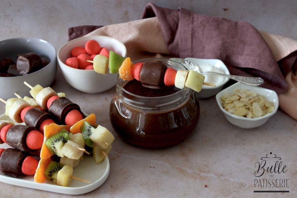 Fondue aux 2 chocolats et ses brochettes de fruits