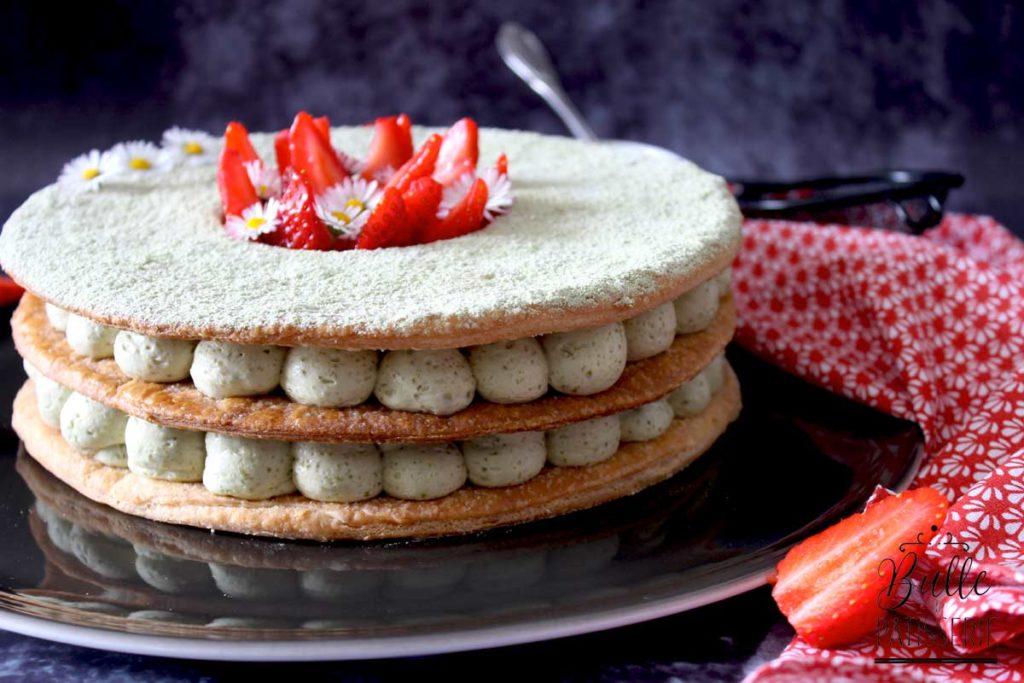 Pâtisserie gourmande : millefeuille fraises et au thé matcha